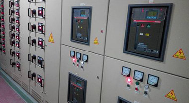 What are the installation requirements for low-voltage circuit breakers?