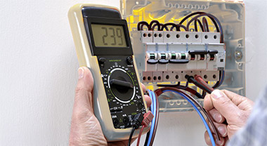 How to calculate the circuit breaker current at home?
